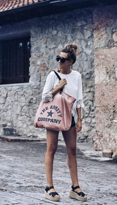 LOOK DE PLAYA CON SHORTS NEGROS 4