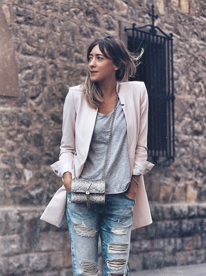 OUTFIT CON BLAZER ROSA PALO - Look and Chic