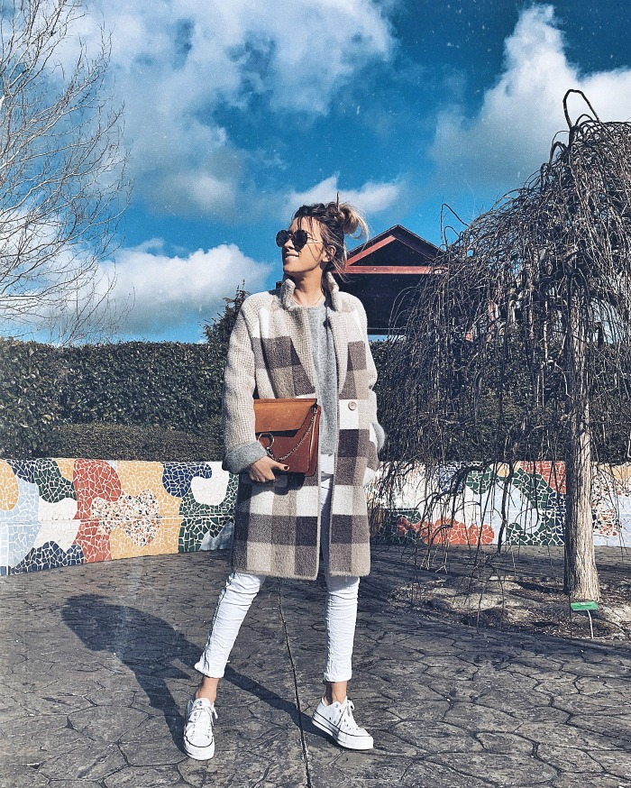 outfit con pantalones blanco 9